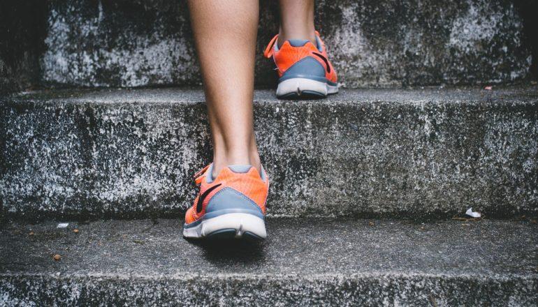 Wer Bewegung will, muss nur den ersten Schritt wagen. ©pixabay.com/StockSnap