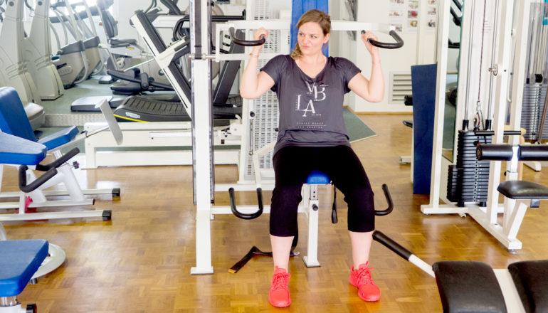 Fitnessstudio, Geräte, Krafttraining, Frau