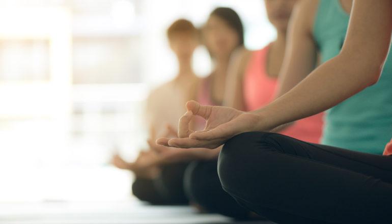 Yoga macht Spaß? Das geht. ©Designed by Tirachard Kumtanom - Freepik.com