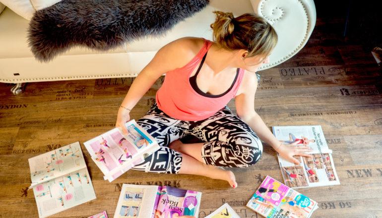Training auf dem Sofa, Training zu Hause, Sport, Fitnesszeitschriften, Nina-Carissima Schönrock