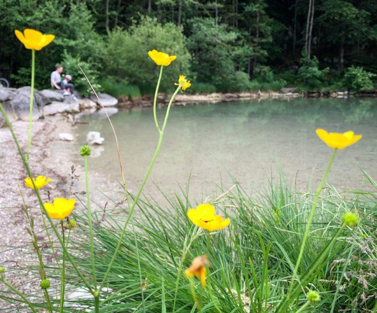 Kleine Pause am idyllischen Alatsee. © www.ichmachdannmalsport.de/Nina-Carissima Schönrock
