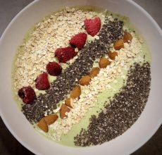 Meine Smoothie Bowl mit Banane und Spinat. © www.ichmachdannmalsport.de/Nina-Carissima Schönrock