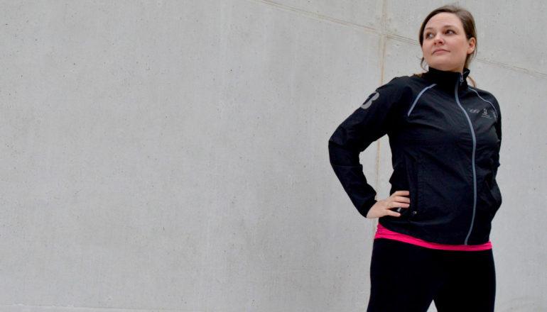 Ziele im Sport, Frau in Sportkleidung