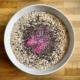 Beeren Bowl mit Chia-Samen und Haferflocken