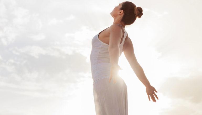 Atmen, Atmung, Frau atmet, Achtsamkeit, Atemtechnik von Wim Hof, Wim-Hof-Methode